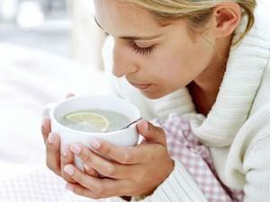 Обильное питье при боли в горле