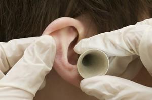 Почему болит ухо