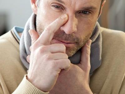 Как лечить сильную головную боль при кормлении
