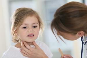 Симптомы и методы лечения лакунарной и фолликулярной ангины у детей