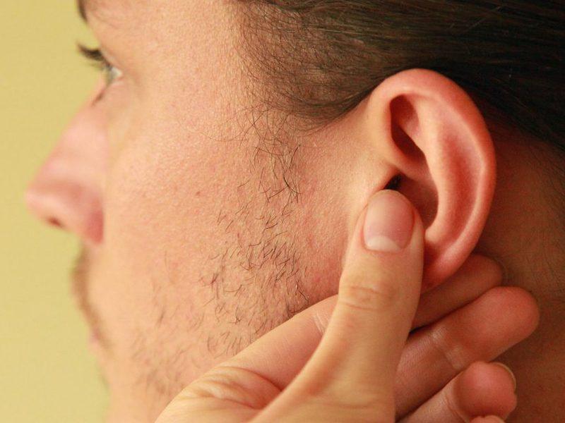 Болят уши при давлении